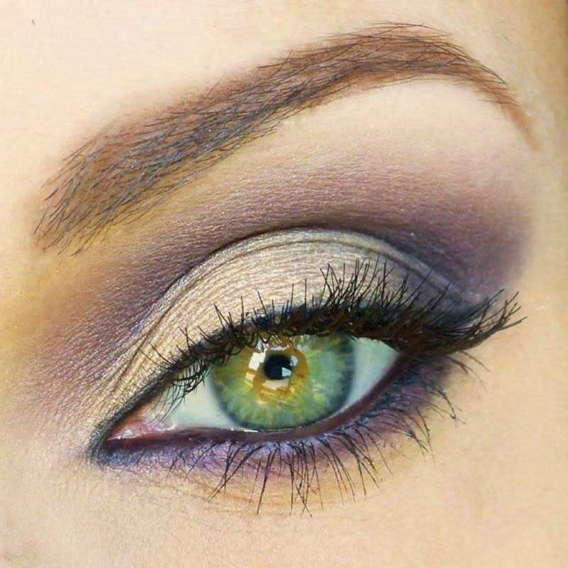 Makeup to bring out green eyes